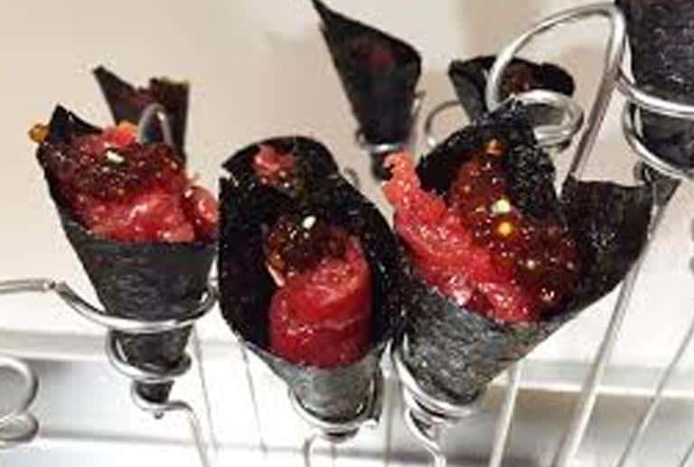Cucurucho de tatar de atún rojo con wasabi